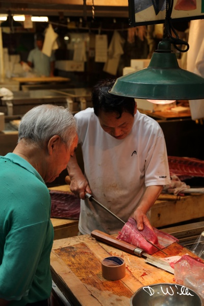 Cutting tuna at the Tsukiji fish market, Tokyo, Japan