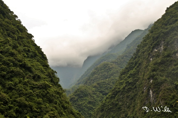 Clouds hovering above the mountains of Taroko NP, Taroko NP, Taiwan